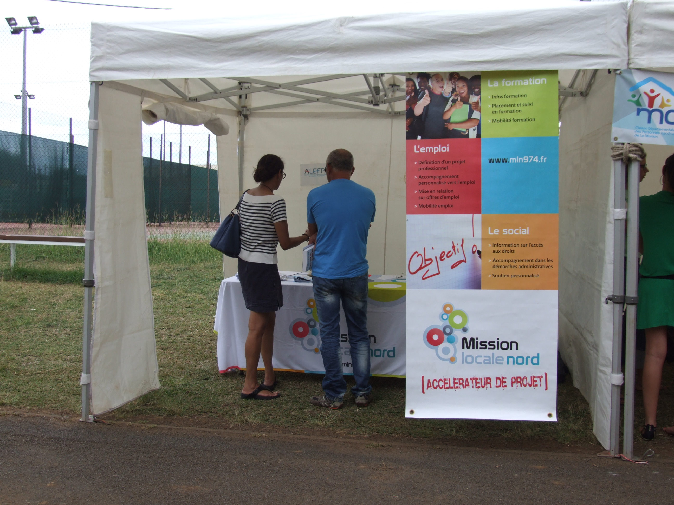 Photo Journee Nationale des Dys 2015 - 17 - Stand Mission Locale Nord.JPG