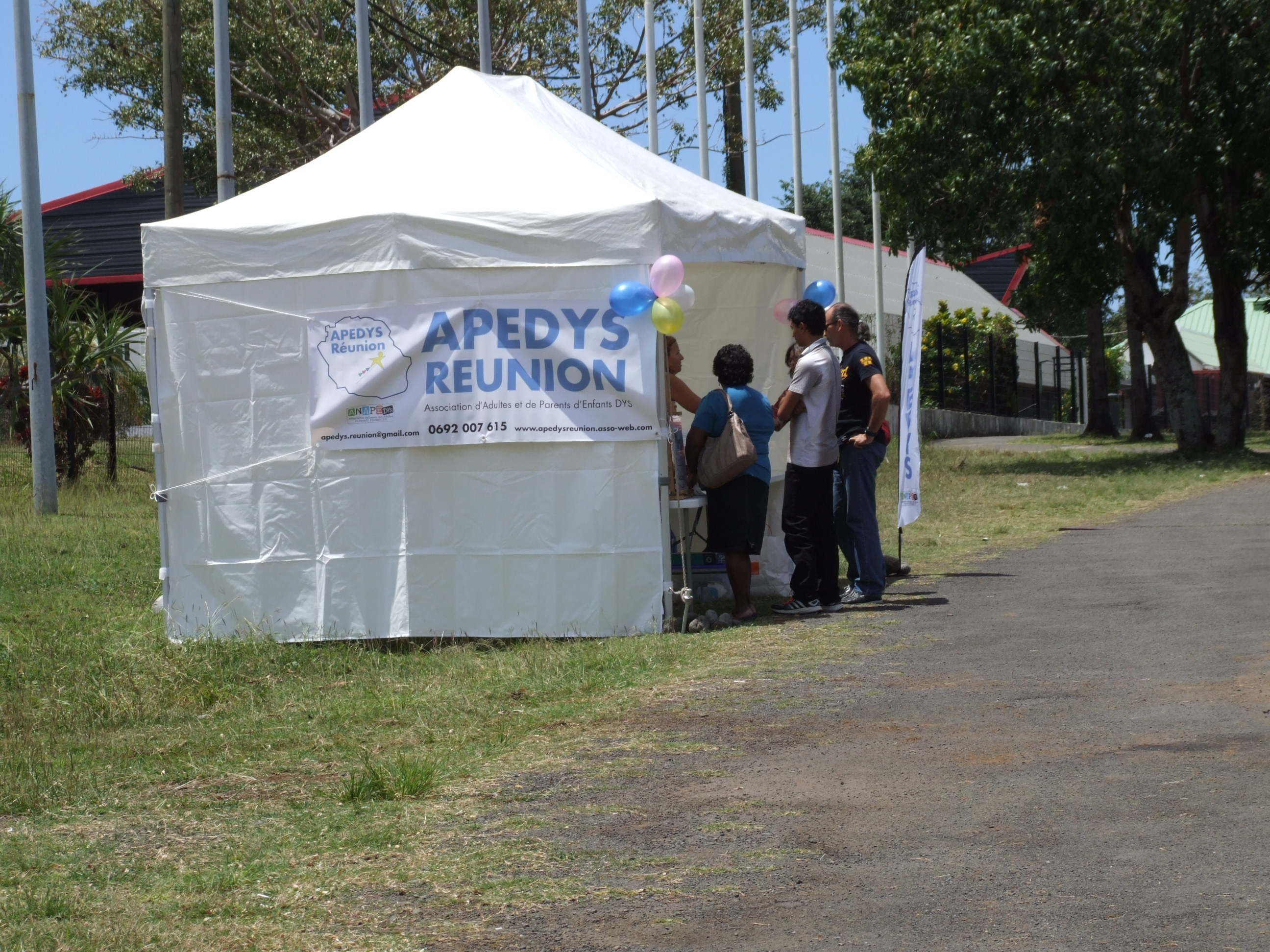 Photo Journee Nationale des Dys 2015 - 3 - Stand Apedys.JPG